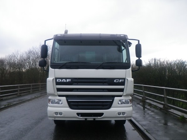 Brand New Daf CF, c/w remanufactured Phoenix 2 body and Beta Trade Binlift