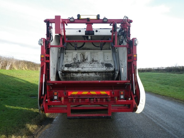 2010 Dennis Elite 2, Olympus 20, c/w Beta Lip Bin Lift